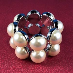 Jewelry - Simulated Pearl Chucky Bracelet
